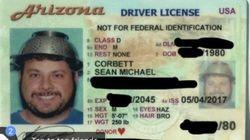 머리에 거르개를 쓰고 면허 사진을 찍는 데 성공한 남자에겐 사연이