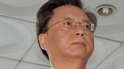 우병우는 모든 혐의를 부인했다. 검찰은 박근혜를 증인으로