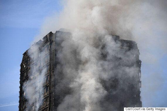 화재 난 런던 아파트 주민들은 '화재 시 가만히 있으라'는 수칙을