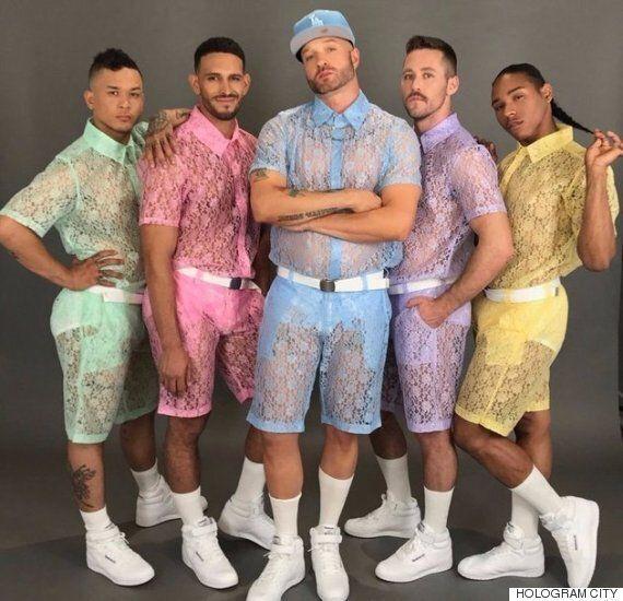 남성도 레이스 패션을 즐길 수 있다