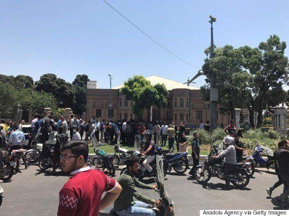 무장괴한이 이란의 의회와 성지인 호메이니의 묘에서 총기를