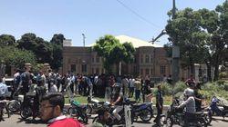 무장괴한이 이란의 의회와 호메이니의 묘에서 총기를