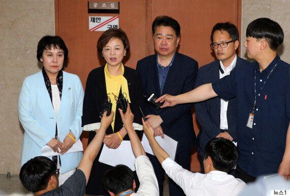 與 청문위원들이 '김이수 보고서 채택' 촉구하면서 한