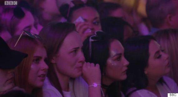 맨체스터 테러 추모 콘서트에 오른 아리아나 그란데는 눈물을 참지