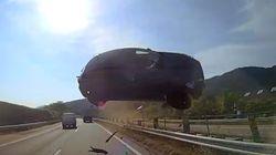 '하늘을 날아온 승용차' 사고 영상은 어떻게 초 스피드로