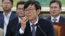 청와대가 김상조에 대해 '공직 적격' 입장을