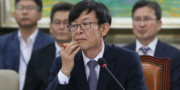 청와대가 김상조에 대해 사실상 '공직 적격' 입장을