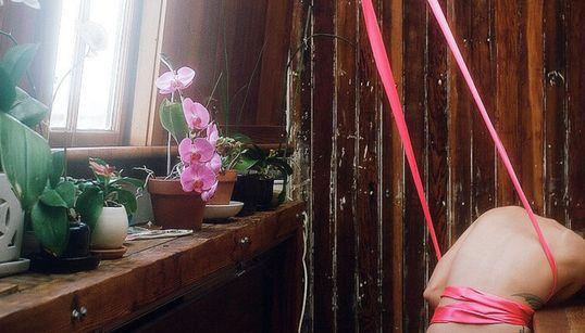 성폭력 후 쾌락을 되찾는 여정을 기록한 누드