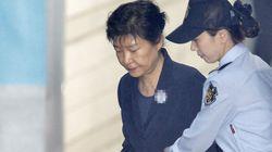 법원이 박근혜 재판을 더 자주 하기로 한