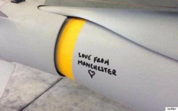 맨체스터 테러 이후 영국 왕립공군이 폭탄에 적은