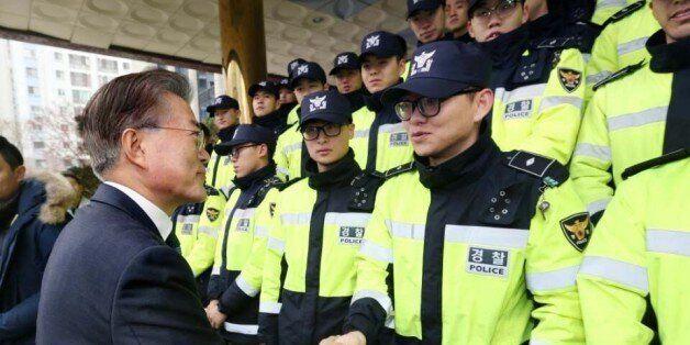 경찰이 2023년까지 의무경찰을 완전히 폐지한다. 신규 경찰관 채용은