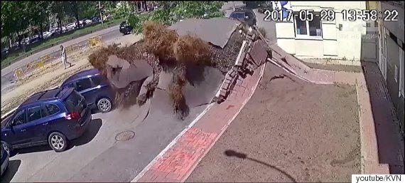 우크라이나에서 갑자기 땅이