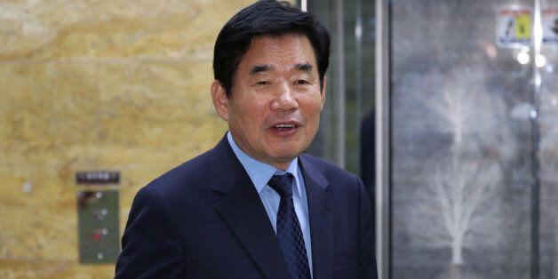 민주당 김진표 의원이 '종교인 과세'를 2년 더 미루는 법을 준비하고