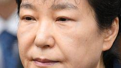 박근혜가 '셀프 올림머리'에 사용한 집게핀