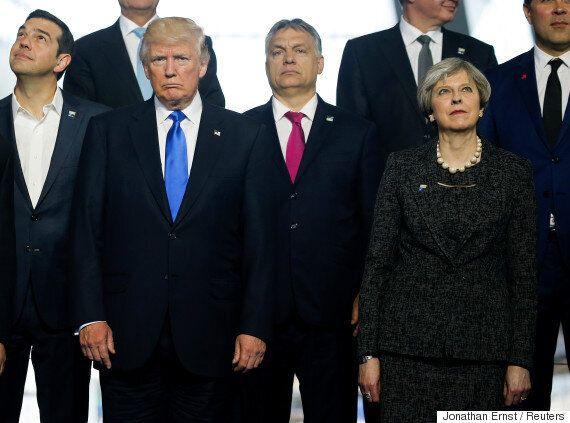 오바마의 사진사가 어색했던 트럼프의 NATO 회의를