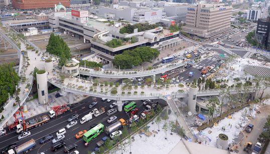 서울로7017은 '살아있는 식물도감'이지만, 공중정원은
