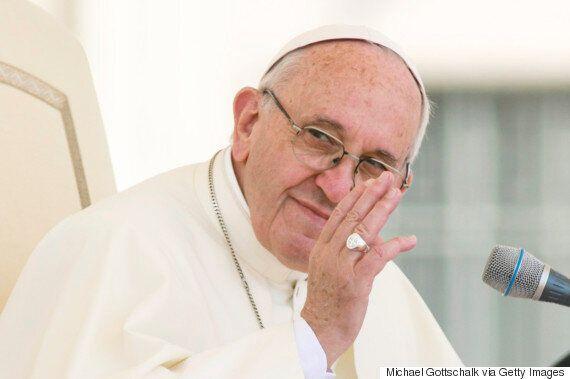 교황, 문 대통령에 묵주 선물 주고 남북화해
