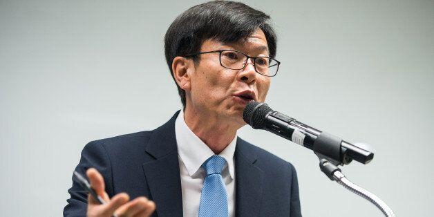 김상조 공정위원장 후보자가 아들 군복무 특혜 의혹을 강하게