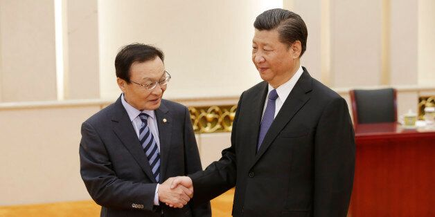 BEIJING, CHINA - MAY 19: South Korean special envoy Lee Hae-chan (L) meets China's President Xi Jinping...