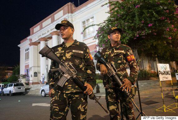 두테르테가 필리핀 남부 IS 추종 테러단체 점령지역에 계엄령을