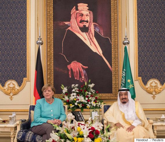 앙겔라 메르켈은 사우디아라비아에서 머리를 가리지