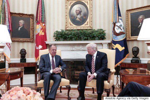 도널드 트럼프가 러시아 정부에 외교기밀을 유출했다는 보도가