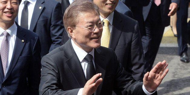 임기 첫날을 맞은 문재인 대통령이 홍은동 자택을