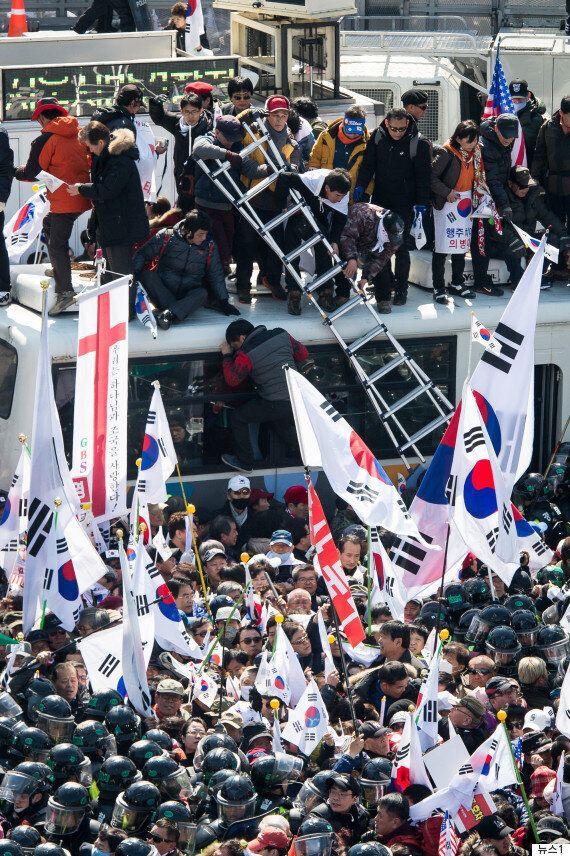 탄핵 반대 시위 기자 폭행 징역 8개월