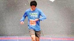 이 학생은 크록스를 신고 하프마라톤을