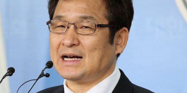 문재인 선대위 가짜뉴스대책단 단장이 한밤에 전격 사임한