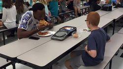 1년 전, 자폐 학생과 점심을 먹은 풋볼 선수의