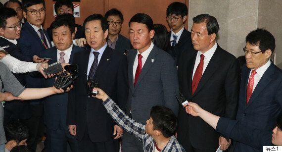 바른정당 의원 13명이 '홍준표 지지' 선언하며 집단 탈당했다
