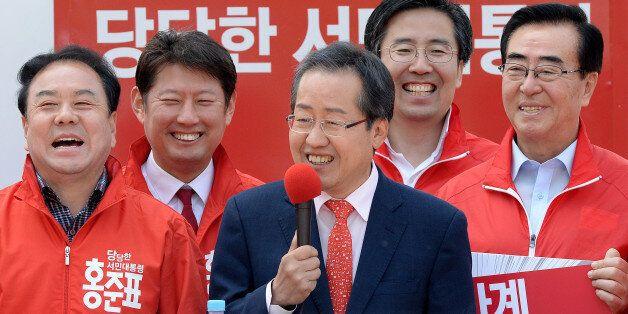 자유한국당이 홍준표 직권으로 '친박' 의원 징계를 모조리