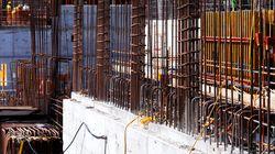 8층에서 떨어진 철근 400kg에 맞아 한 노동자가