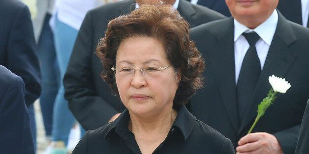 '권양숙 친척' 지목당한 고용정보원 직원