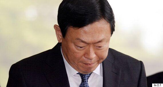 검찰이 혐의를 추가해 박근혜를 기소했다. 총 뇌물액은 592억원으로