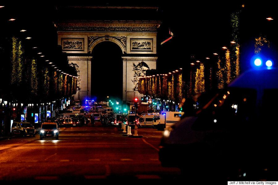프랑스 파리 샹젤리제 거리에서 총격 '테러'가 발생했다. 대선 불과 사흘