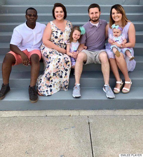 어느 축구경기장에서 찍힌 가족사진 한 장이 인터넷의 마음을