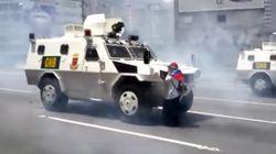 맨몸으로 장갑차를 막아선 베네수엘라의 한