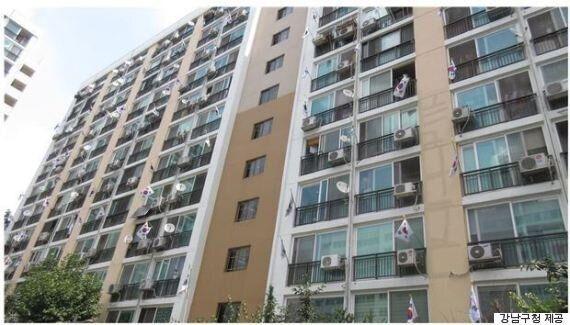 강남구청 직원들이 '태극기 사업'을 위해 건설업체에 기부를