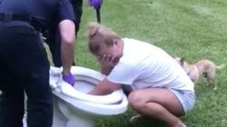 변기를 뚫던 여성이 인생 최악의 날을