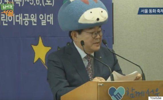 김기동 광진구청장이 인형 탈을 쓴 좀 귀여운