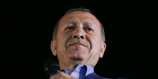 Turkish President Tayyip Erdogan greets his supporters in Istanbul, Turkey, April 16, 2017. REUTERS/Murad