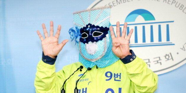 늘푸른한국당 이재오가 '복면 대선토론회'를 제안했다