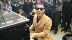존 레전드가 런던 기차역에서 깜짝 공연을
