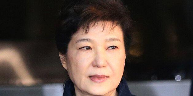 박근혜는 법원에 '포토라인에 안 서게 해달라'고