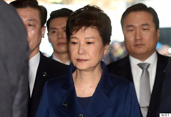 전직 대통령 사상 첫 '구속 전 피의자 심문'에 참석하는 박근혜의 표정은