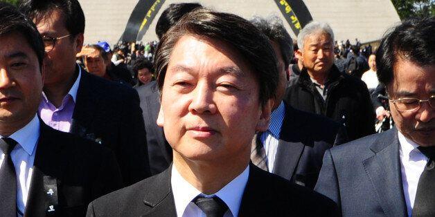 안철수 국민의당 전 대표가 3일 제주시 봉개동 4.3 평화공원에서 열린 '제69주년 4.3 희생자 추념식'에 참석을 한 후 추념식장을 빠져나가고