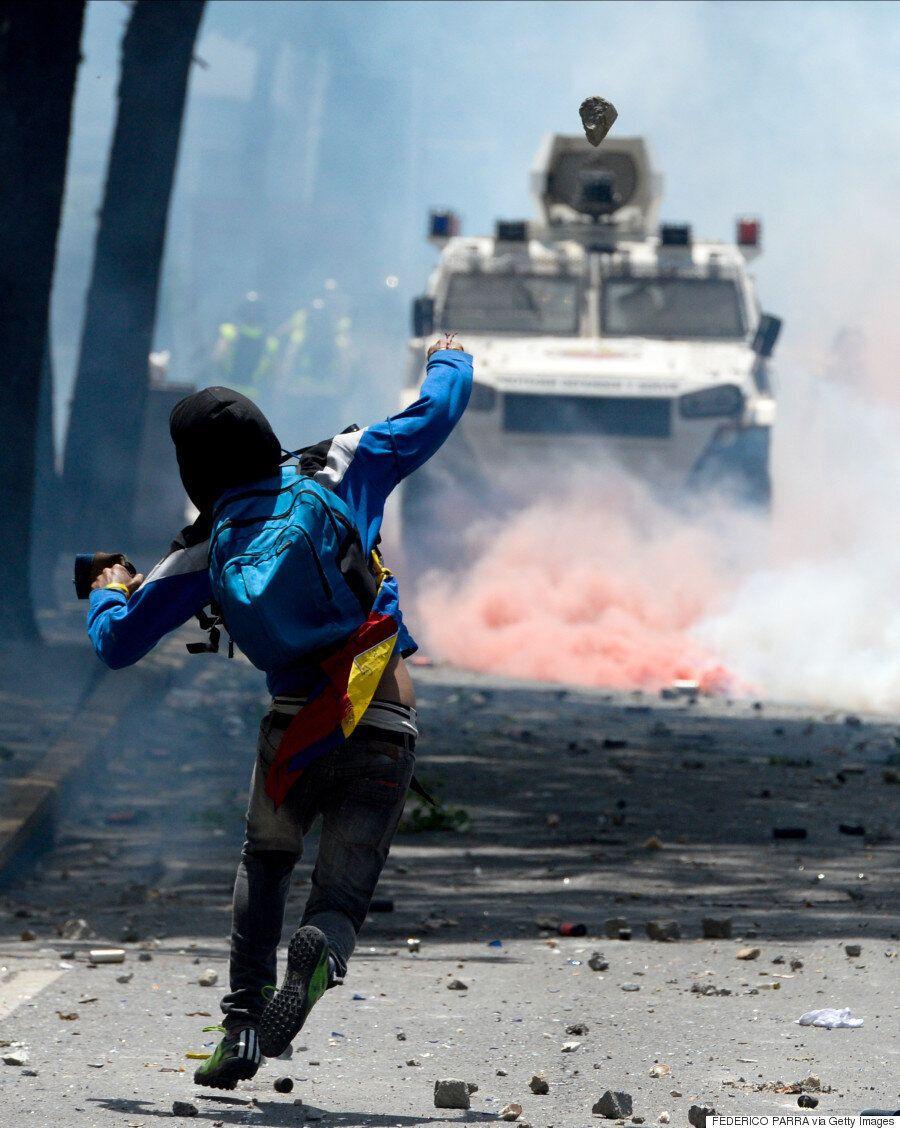 열흘 째 계속되는 베네수엘라의 혼돈이 대규모 시위로 정점을