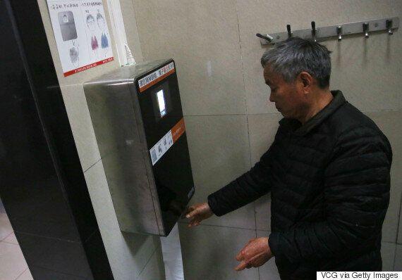 얼굴 인식 시스템을 통과해야만 휴지를 쓸 수 있는 화장실이 중국에